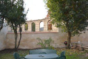 Mur arrière après purge rajout en brique et ravalement